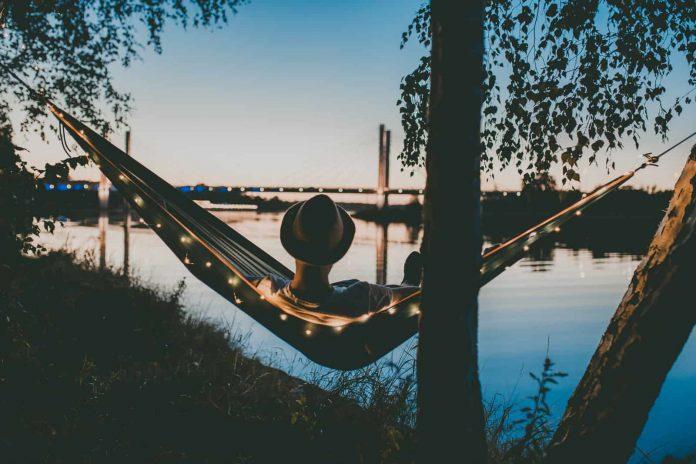 hammock underquilt near the lake