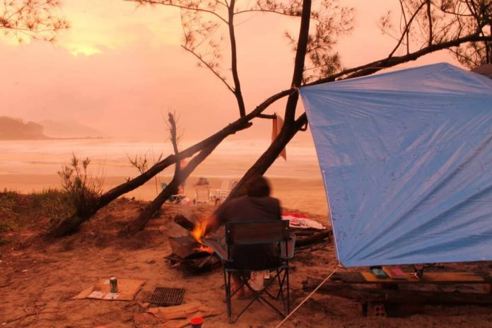 set up tarp for camping